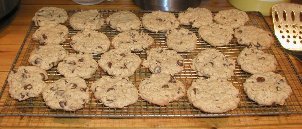Peanut butter oatmeal chocolate chip cookies recipe www.mindfulmomma.com