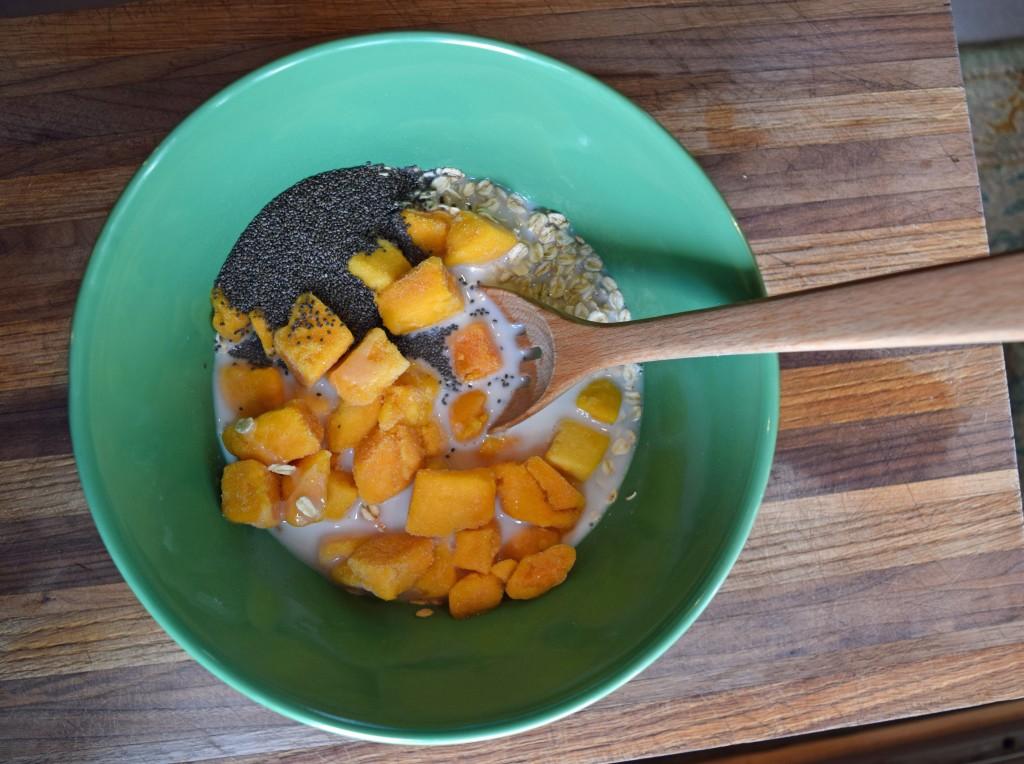 Mango Chia Overnight Oats via mindfulmomma.com