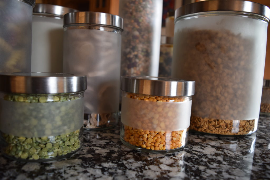 How To Make Healthy Eating Affordable and Sustainable // www.mindfulmomma.com