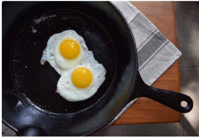 cast iron non-stick pan with fried egg